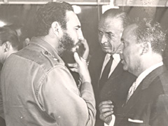 A «Special Relationship»: Cubas Prime Minister Fidel Castro talking to Swiss ambassador Emil Stadelhofer (right) in 1964. Source: dodis.ch/40943