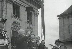 Winston Churchill dopo il famoso discorso del 19 settembre 1946 all'Università di Zurigo, assieme alla figlia Mary (dodis.ch/33386).