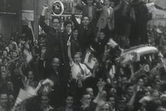 À Genève, l'armistice est fêtée dans l'euphorie dans la rue. Ciné-Journal suisse du 11 mai 1945