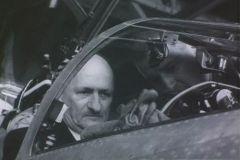Crash avant le départ? Le Conseilller fédéral Chaudet dans le cockpit d'un Mirage à l'Expo64 à Lausanne (Schweizersiche Filmwochenschau)