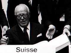 Pierre Graber, President of the Swiss Confederation, signs the CSCE final act in Helsinki on August 1st. Source: Ringier Image Archive, Aarau.