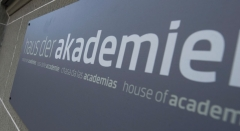 Insegna della Casa delle accademie a Berna dove Dodis presenzierà alla Notte dei musei